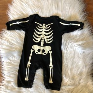 🛍5/$25 Old Navy Skeleton Halloween Outfit 0-3M